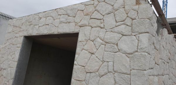 white irregular sandstone walling and matching stone corners in home wall design