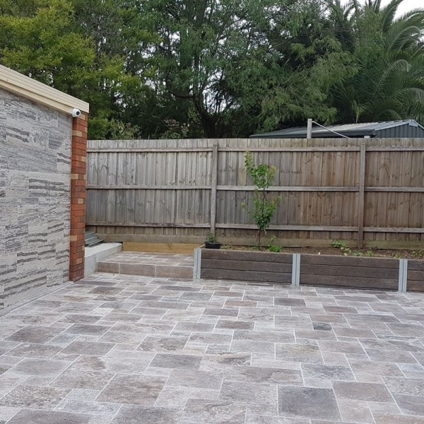 silver-french-pattern-tumbled-tile-travertine