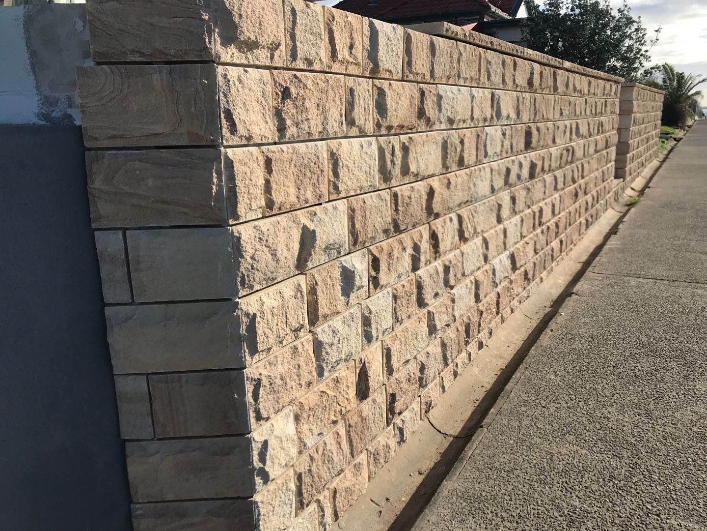 Ranch rockface sandstone cladding