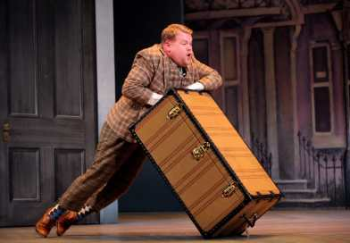 Watch The National Theatre Live production of One Man, Two Guvnors now