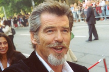 https://en.wikipedia.org/wiki/Pierce_Brosnan#/media/File:Pierce_Brosnan_at_the_2005_Toronto_Film_Festival.jpg