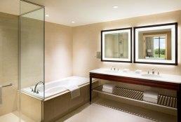 Sheraton Georgetown Hotel bathroom