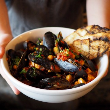 Mussels with chickpeas