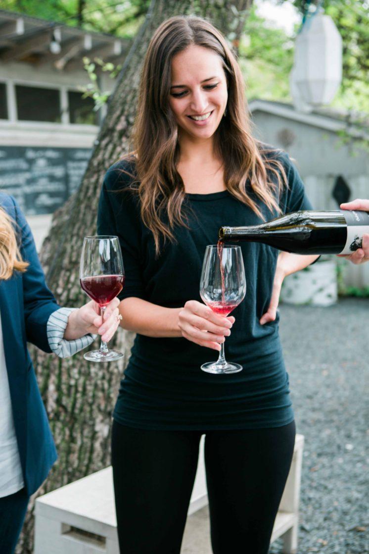Rania pouring wine - WOWW WWOW 2019 -2- credit Taylor Prinsen Photography