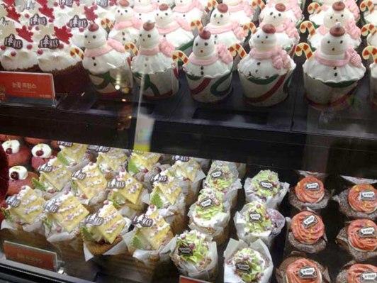 So many cupcakes