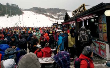 Muju got pretty crowded in the afternoon