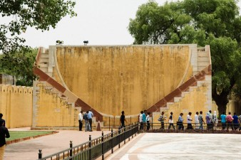 "The name is derived from jantar (""instrument""), and mantar (""formula"", or in this context ""calculation""). Therefore jantar mantar means literally 'calculation instrument'."