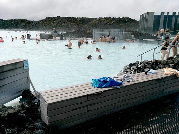 Blue Lagoon, swim-up bar