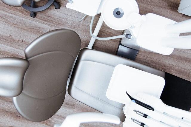 歯医者、診察台
