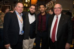 Von Links nach Rechts: Graeme Mason, CEO Screen Australia, Ryan Griffen und Hunter Page-Lochard (Cleverman), Ambassador Ritchie