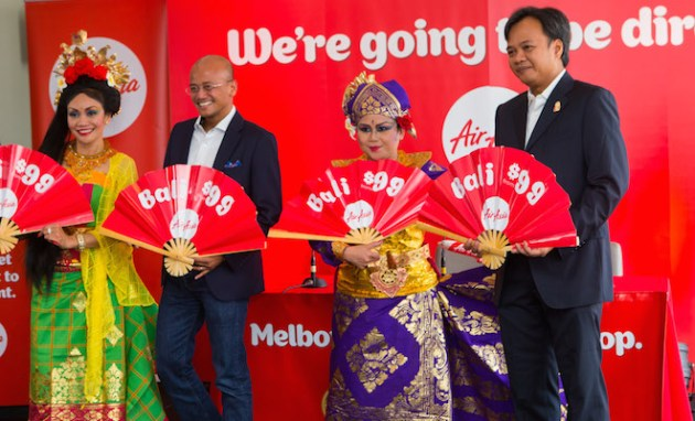AirAsia X CEO Asran Osman-Rani and Indonesia AirAsia Extra CFO Dendy Kurniawan launch direct flights to Bali in Melbourne on October 27. (AirAsia X)