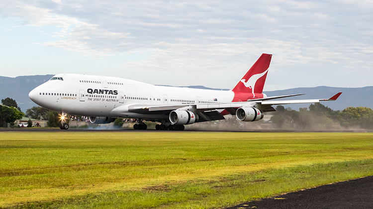 Qantas Boeing 747-400 VH-OJA touching down at Illawarra Airport in March 2015. (Seth Jaworski)