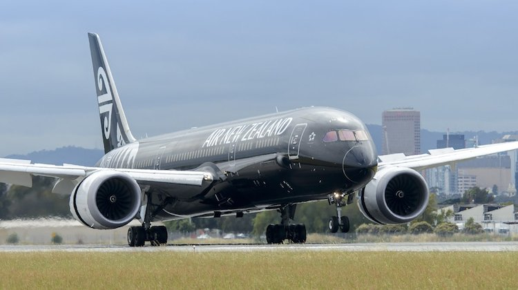 Air New Zealand Boeing 787-9 ZK-NZE arrives in Adelaide. (Adelaide Airport/Twitter)