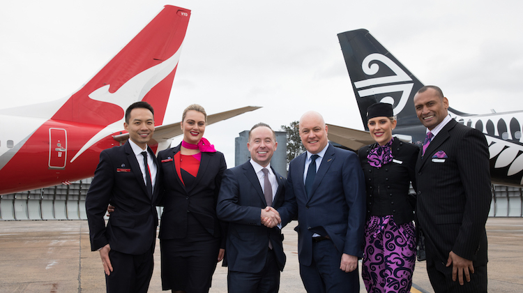 Qantas chief executive Alan Joyce and Air New Zealand chief executive Christopher Luxon. (AirNZ/Qantas)