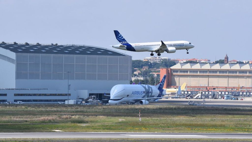 The Airbus A220-300 on approach to Toulouse-Blagnac Airport. (Airbus)