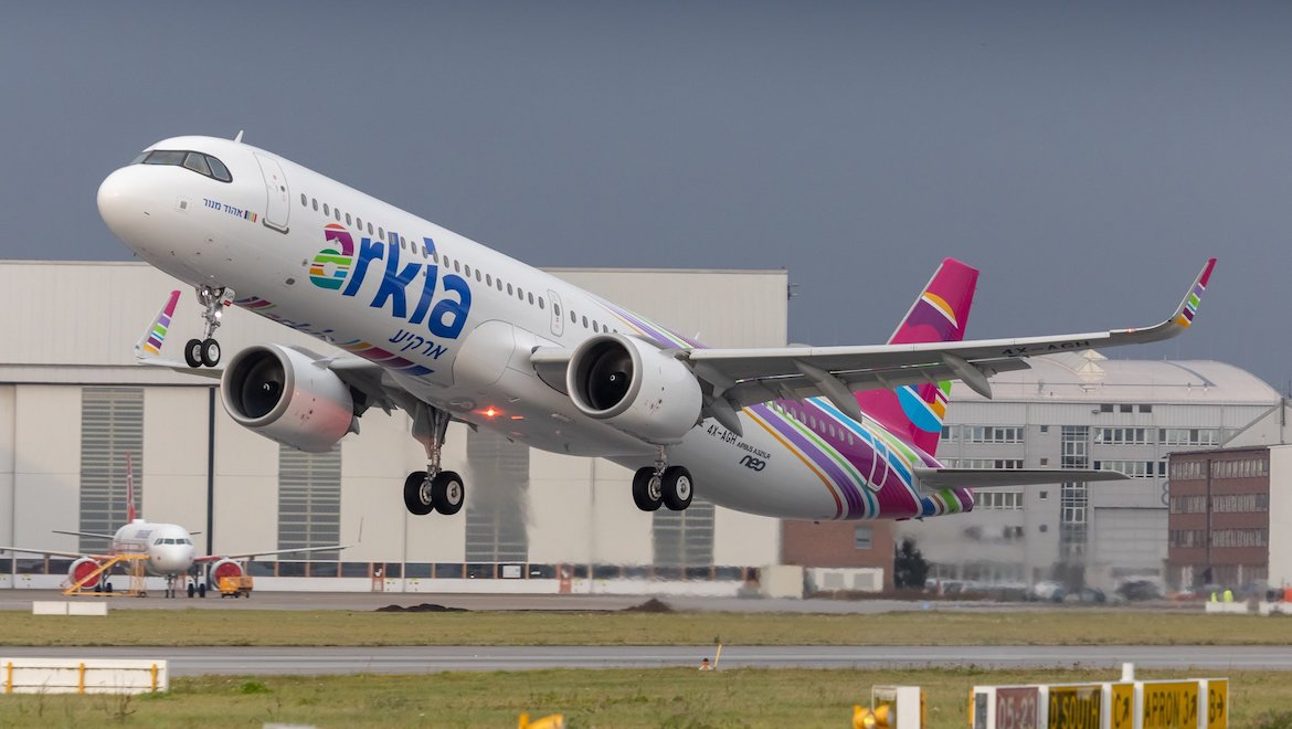 Arkia Airbus A321LR takes off from Hamburg. (Airbus UK/Twitter)