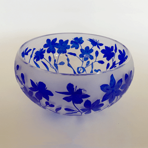 Squill bowl (blue) by Amanda Louden. Blown and etched glass.
