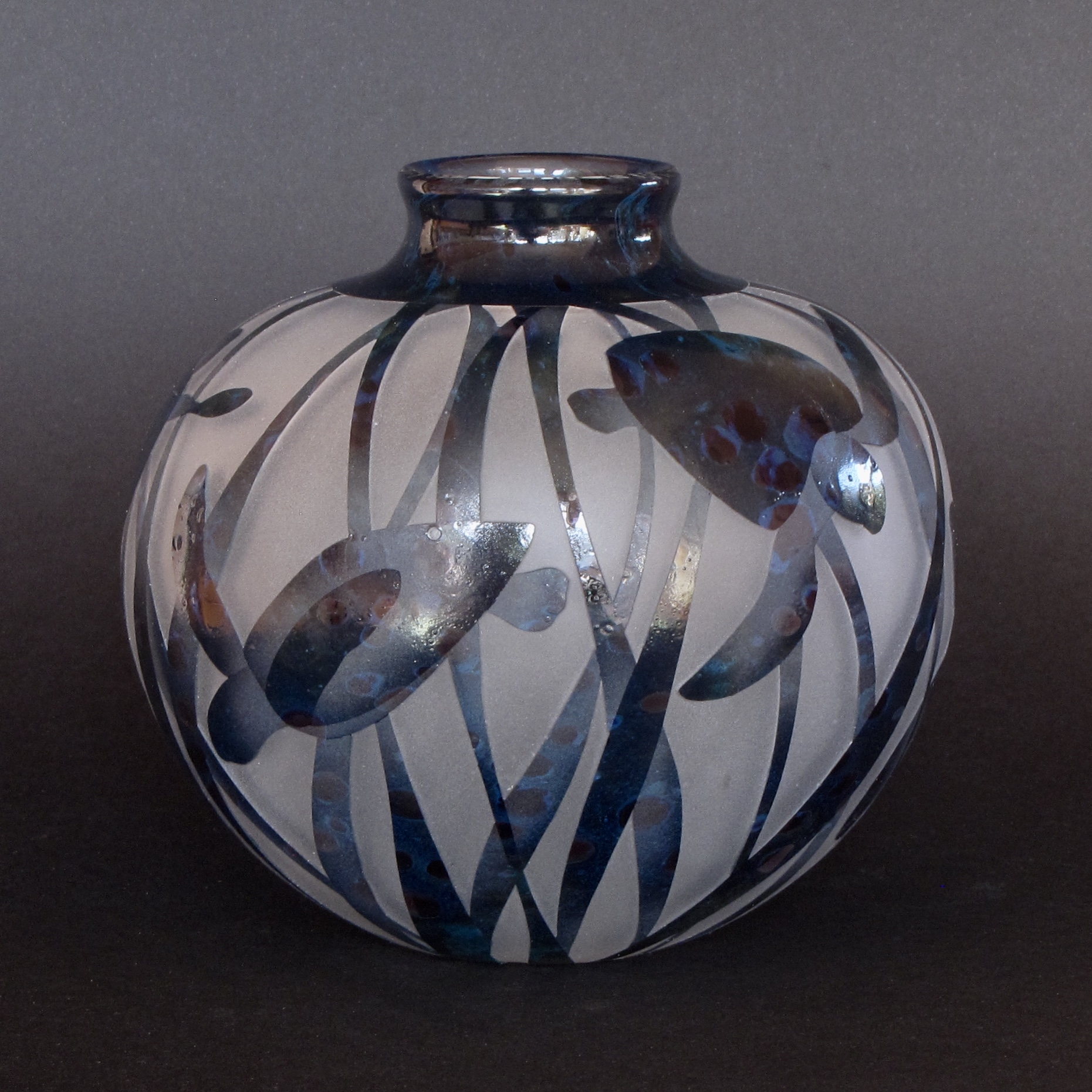 Turtles vase by Amanda Louden. Blown and etched glass. H 13.5cm x W 13cm