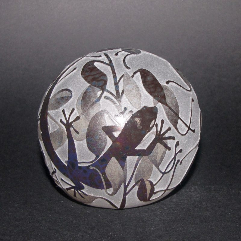 Lizard paperweight. Handblown and etched glass by Amanda Louden H 8.5cm W 8.5cm
