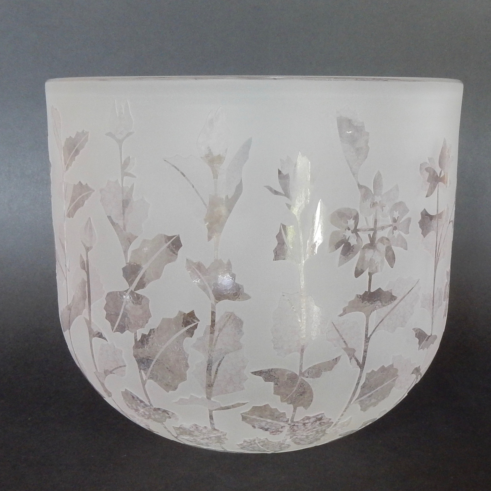 Southern cross bowl- Xanthosia rotundifolia by Amanda Louden. Blown and etched glass. H 185cm x W 205cm
