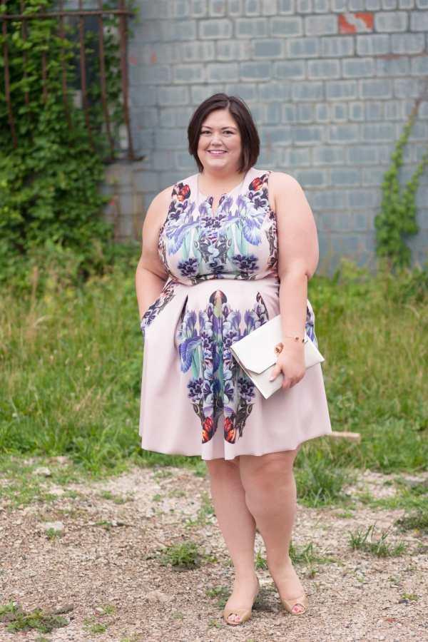 Corey Tessa dress from Gwynnie Bee on Plus Size Fashion Blogger Authentically Emmie