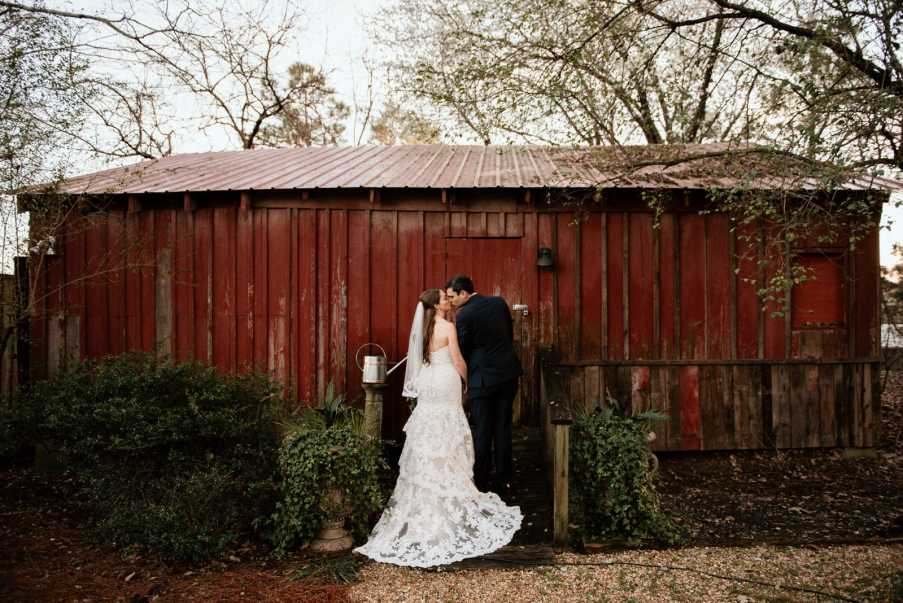 Newlywed couple at Flint Hill barn