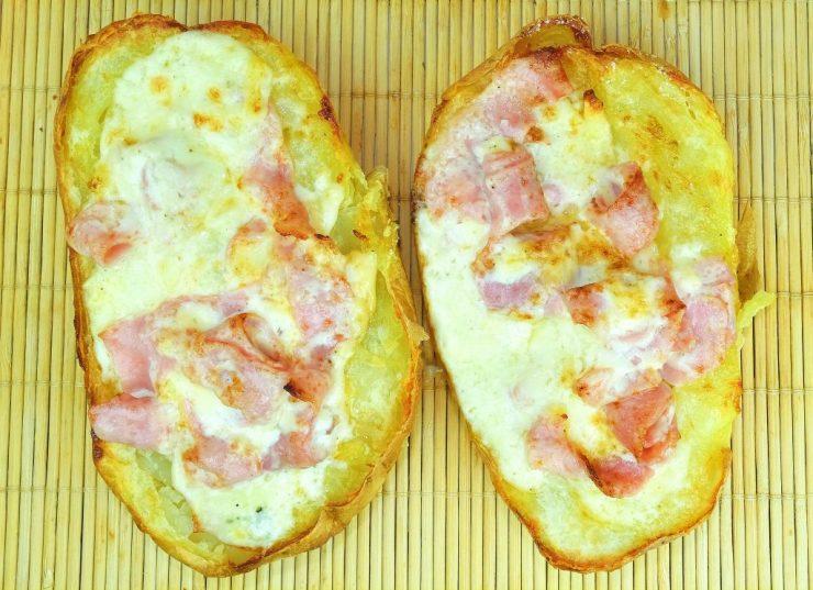 Cartofi-umplui-cu-telemea-si-sunca1