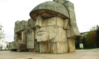 monumentul-ostasului-roman-din-carei