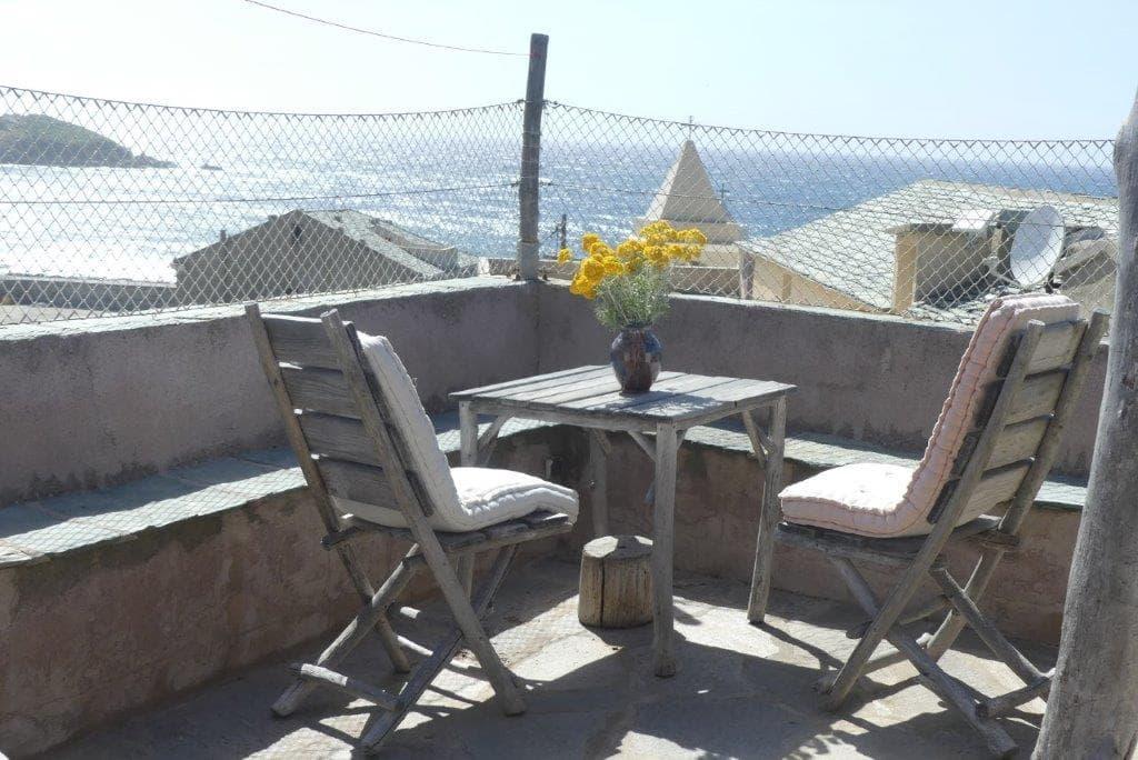 Location à Centuri avec terrasse et vue mer