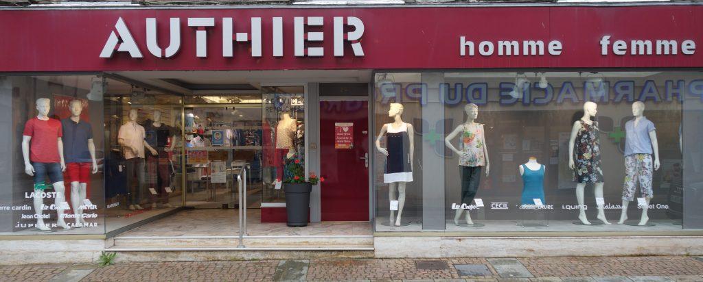 La devanture du magasin de vêtements Authier à Saint-Yrieix la Perche