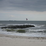 Atlantic_Beach_New_York_jetty_with_US_flag