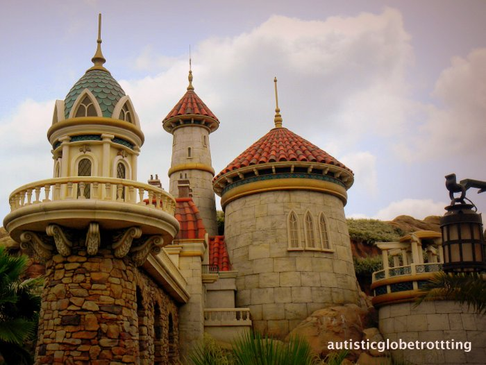 Clothing Tips When Taking Kids with Autism to Disney World building