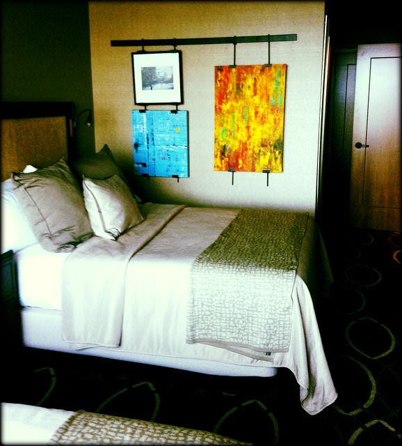 How the Omni Dallas Hotel caters to Special Needs Travelers ROOM DECOR
