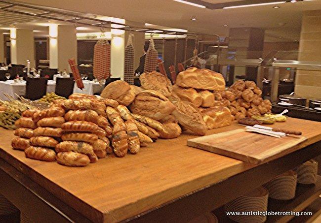 Dan Tel Aviv Hotel Welcomes Families bread