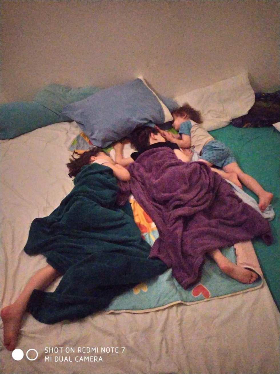 Teaching a child to sleep - shared sibling sleep