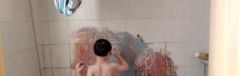 אחד הרעיונות לטיפול בויסות חושי הוא צבעי קיר באמבטיה