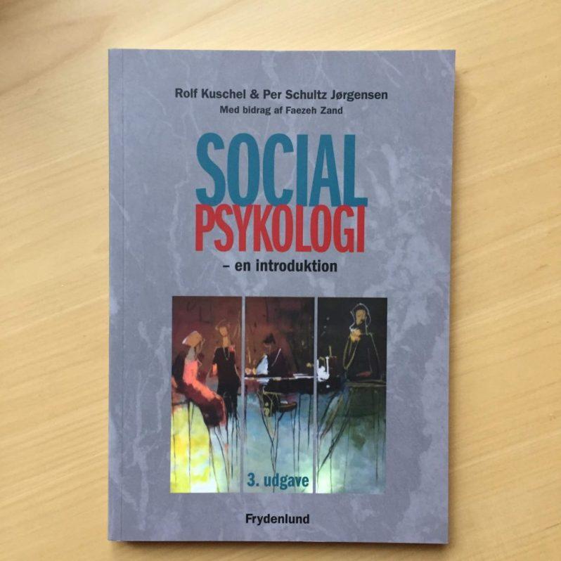 Social psykologi af R. Kuschel og P. Schultz Jørgensen 50 kr.