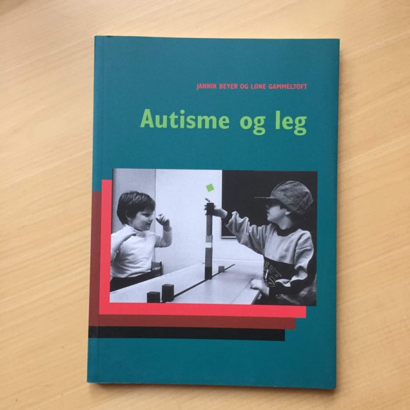 Autisme og leg af J. Beyer og L. Gammeltoft 20 kr.