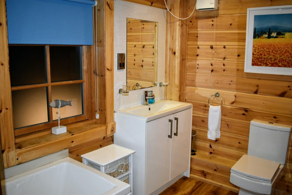 A clean and nice bathroom