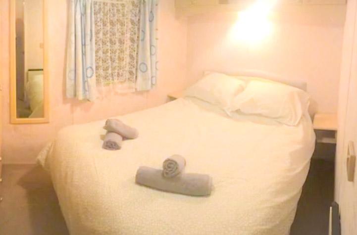Double bedroom in the Robins nest air bnb caravan in Ballyhornan, Northern Ireland