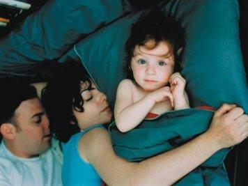ventajas-e-inconvenientes-de-dormir-con-los-padres_reference