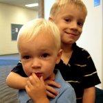 ¿Cómo influyen los hermanos mayores en el desarrollo de la Teoría de la mente en niños con TEA?