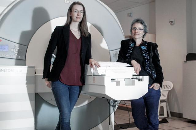 (Izquierda a derecha) Caroline Robertson y Nancy Kanwisher. Foto: Sham Sthankiya