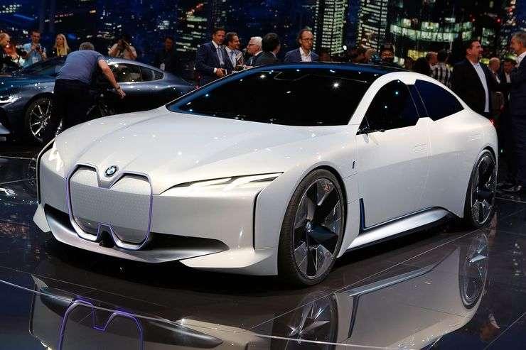 Oprócz dziwnych, futurystycznych produktów, toyota zaprezentowała w tokio także samochody tradycyjne. BMW i4 - elektryczny sedan - Auto-Blog