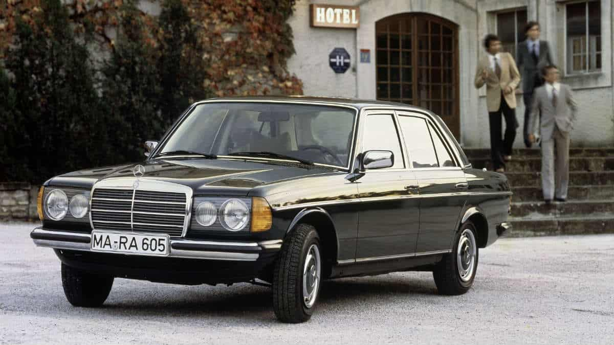 CLASSIC CAR MERCEDES-BENZ W123