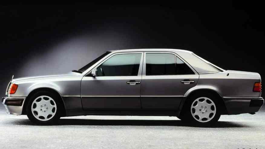 CLASSIC CAR MERCEDES-BENZ E500