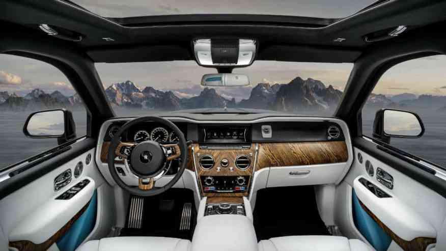LUXURY SUV CAR ROLLS ROYCE CULLINAN