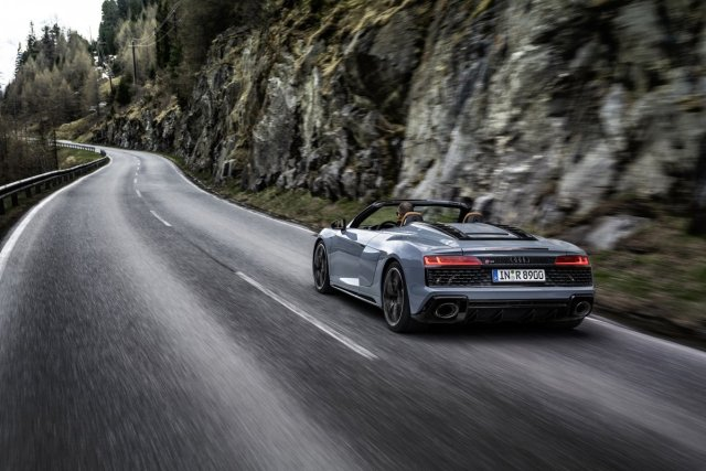 Audi_R8_Spyder_V10_performance_RWD