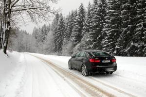 Zimní motoristická sezóna je tu. Není to ale jen o přezutí na zimní pneu, je třeba myslet na více věcí