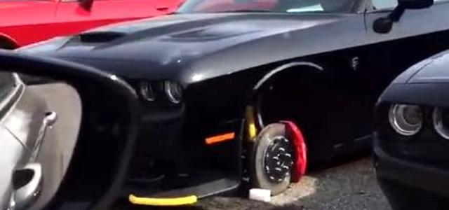 Několik Desítek Vozů Dodge Challenger SRT Přišlo Přes Noc O Kola
